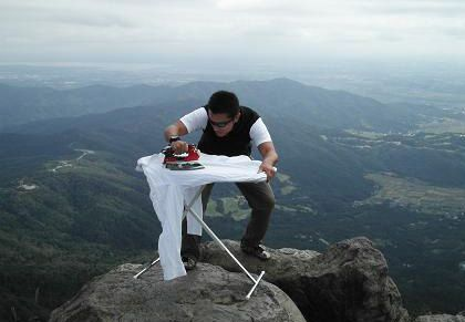 extreme-ironing-mountain-view-climb-12908259244.jpg